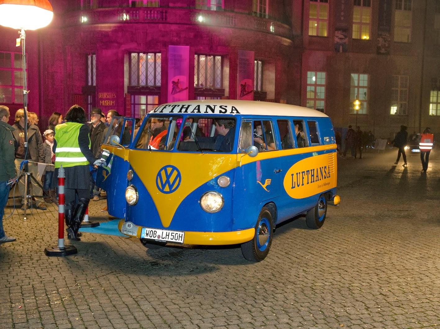 """Historische Shuttlefahrzeuge von Volkswagen beim """"Rollenden Museum ..."""